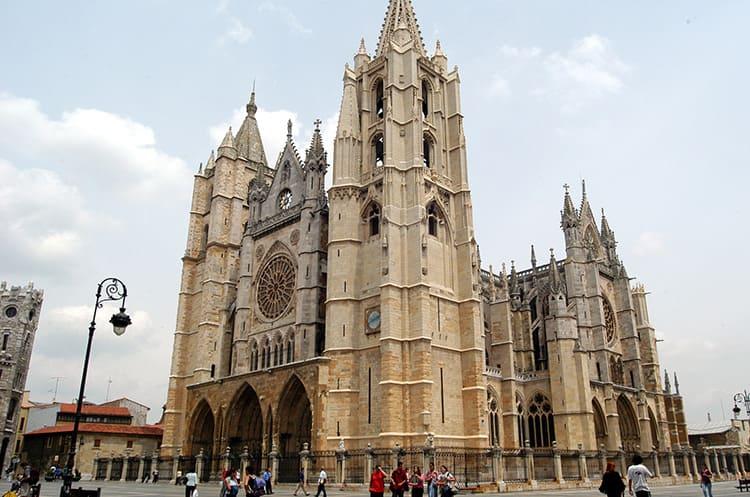 Церковные храмы Кастилии наиболее точно следуют французской классике