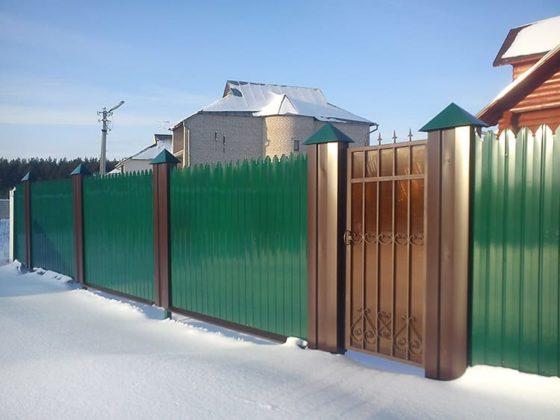 Забор из металлопрофиля: простое решение для безопасности дома и дачи