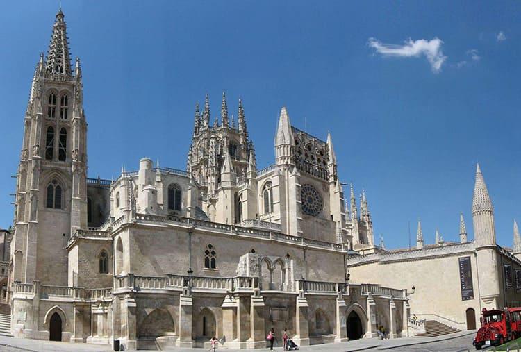 Кафедральный собор в Бургосе, заложен в 1221 году