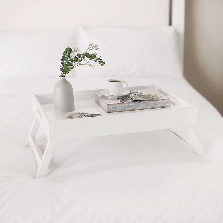 Накроватный столик в классическом белом цвете