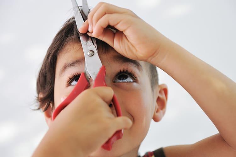 Если вы собираетесь работать с ребёнком, используйте безопасный инструмент с закруглёнными кончиками