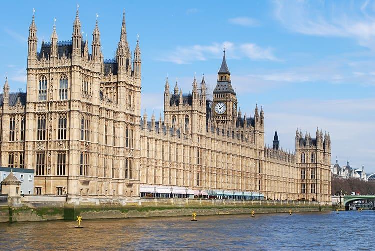 Знаменитым образцом неоготики является Лондонское здание Британского парламента