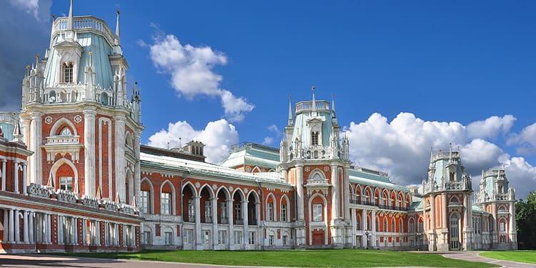 Редчайший памятник Российской неоготики содержит классические приемы русского зодчества наряду с типовыми атрибутами готического направления
