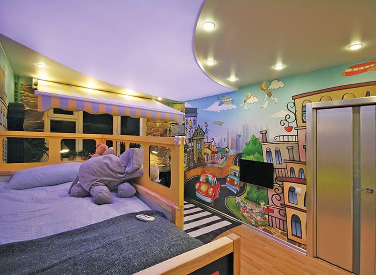 Всегда уютно и светло: выбираем подходящие светильники для натяжных потолков