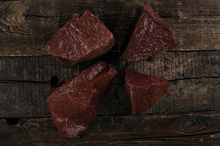 Самым «роскошным» камнем, редким и идеально подходящим для бани считается малиновый кварцит