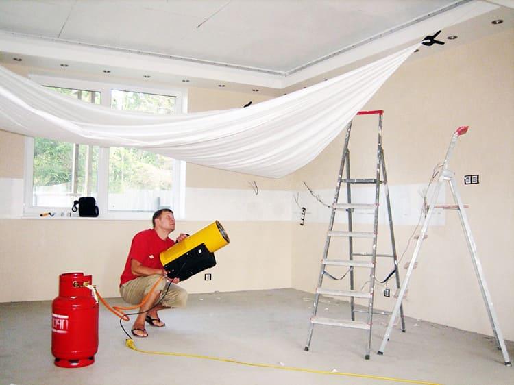 Не спешите следовать моде на натяжные потолки