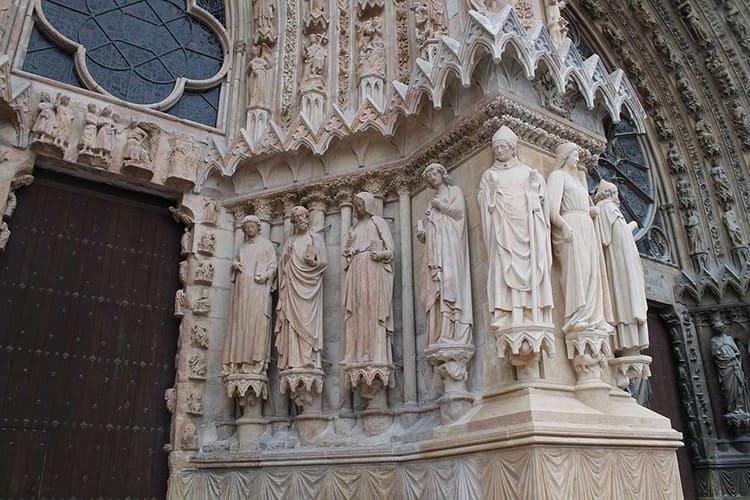 Собор в Реймсе – замечательный пример органичного синтеза зодчества и скульптуры