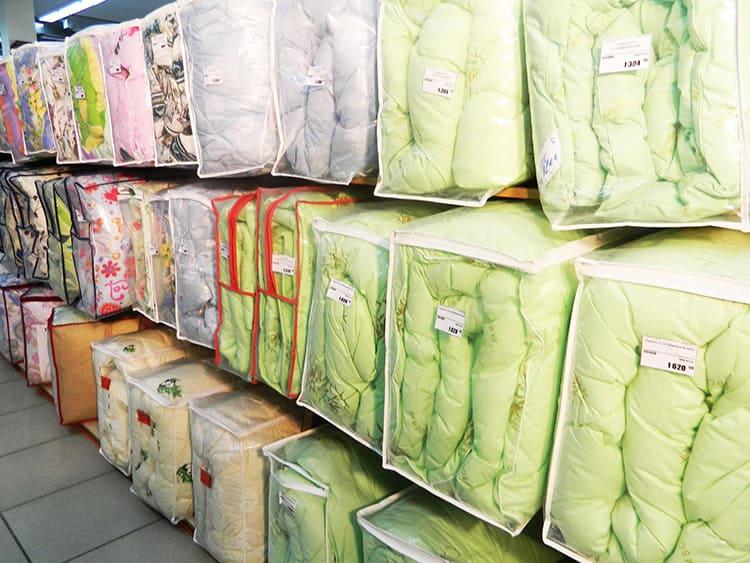 Кроме того, одеяла различаются по внешнему оформлению