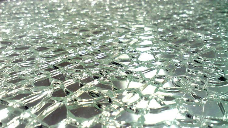 Закалённое стекло безопаснее обычного