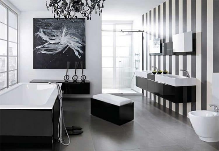 Абстракционная картина в интерьере ванной комнаты в стиле хай-тек