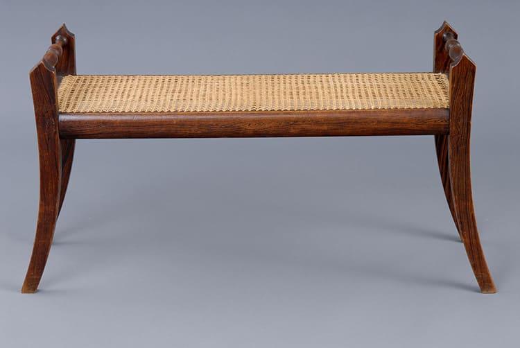 Столик с плетёной столешницей