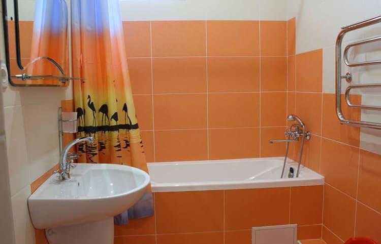Фото дизайна бюджетного ремонта ванной и туалета