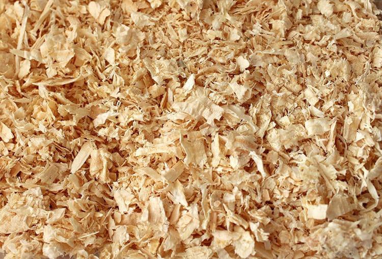 Древесные опилки – самый распространённый вариант утеплителя