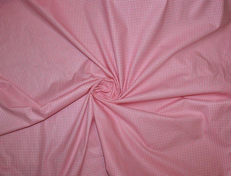 Шлихта хорошо держит форму нитей и не даёт им распушаться и растрёпываться. Благодаря ей, материал выдерживает до 1000 стирок