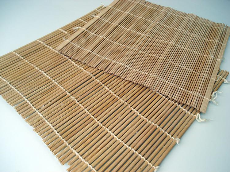 Тростниковые циновки имеют редкое переплетение