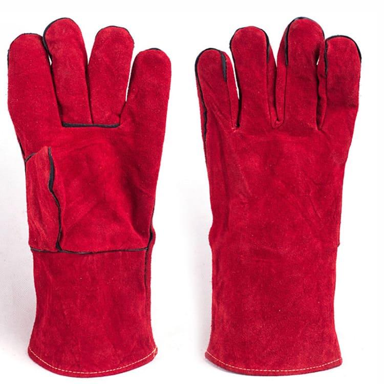 Перчатки из толстой кожи надежно защитят руки