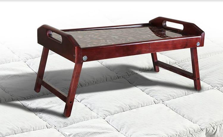 Деревянный стол со стеклянной столешницей