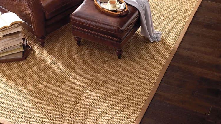 Из листьев Агавы вытягивают жёсткие волокна, которые, после обработки и сушки, сплетаются в верёвки. А из верёвок вяжут циновки