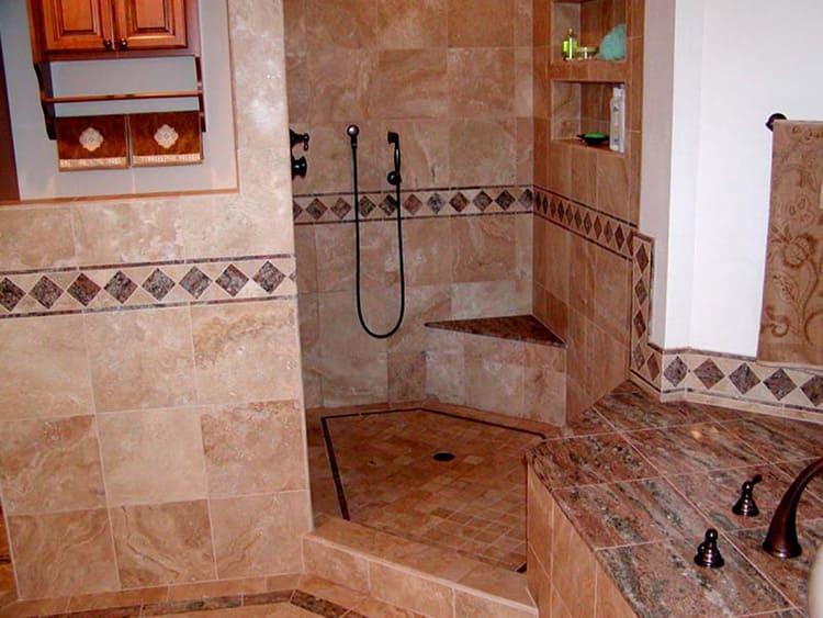 Если у вас помещение санузла отличается сложной геометрией, душ можно расположить таким образом, чтобы использовать все труднодоступные места