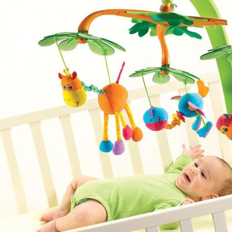 Мобиль должен подходить к кроватке и нравиться новорождённому и его родителям