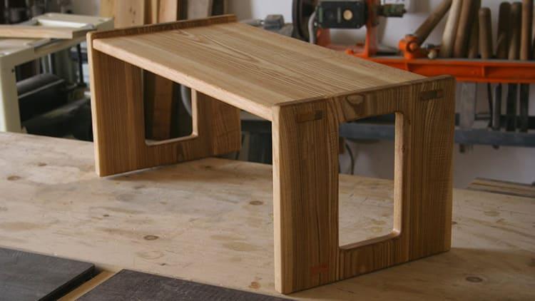 Вот такой простой и красивый столик мы будем делать своими руками