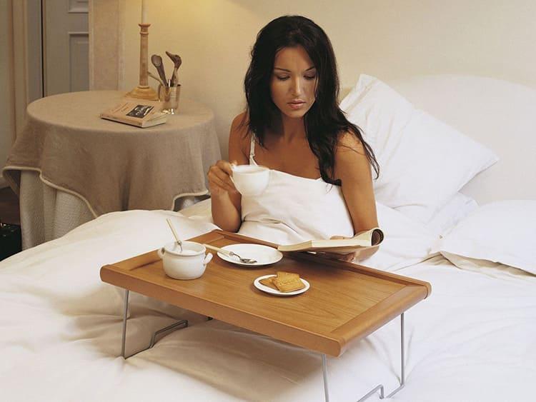 Можно побаловать себя любимую завтраком в постели