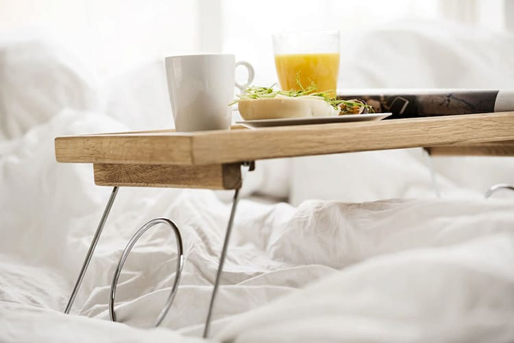 Складные опоры позволяют столику не занимать много места в сложенном виде