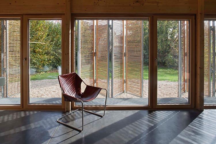 Французские деревянные окна со стеклопакетом создают особую атмосферу