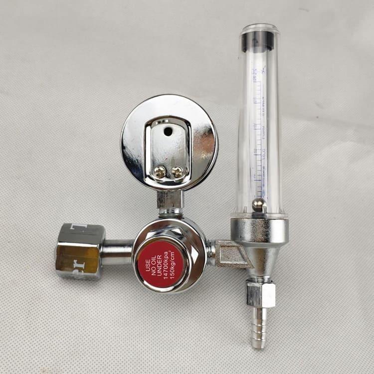 Этот прибор регулирует давление газа в процессе сварки