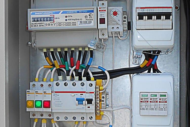 Трёхфазные системы довольно широко распространены при электромонтаже в частных домах