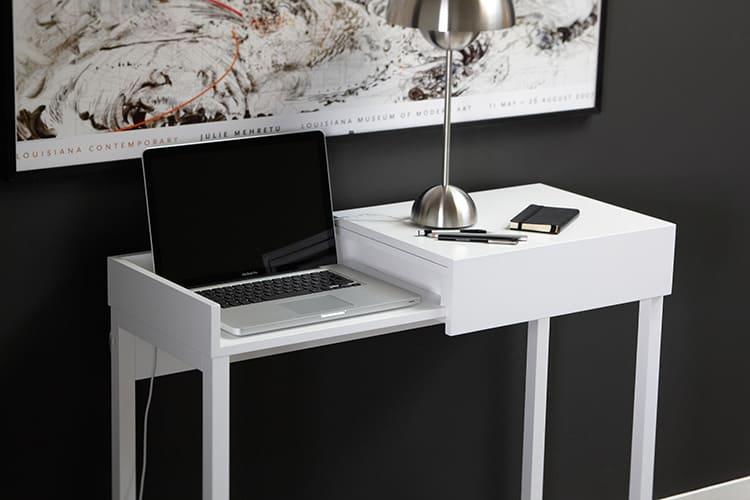 Столик для ноутбука повышает комфортность эксплуатации устройства