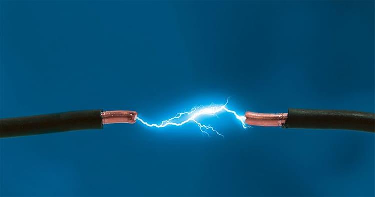 Помните, что поражение электрическим током опасно для жизни
