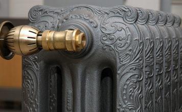 В доме будет долго тепло: выбираем и монтируем чугунные радиаторы отопления