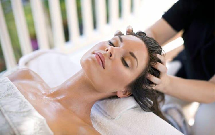 Отличный эффект вы получите и если у вас проблемные волосы. Интенсивное увлажнение кожи головы подействует на них благотворно