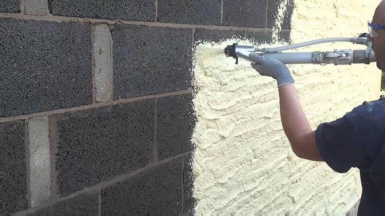 Между стеной и соплом должно быть достаточное расстояние