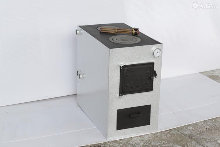 Базовая модель включает в себя только твёрдотопливную систему, но дополнительно можно докупить комплектующие, установив ТЭН и газовую горелку