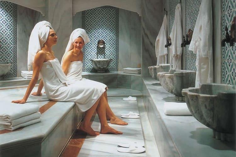 Главный смысл турецкой парной – в полном расслаблении при комфортной температуре и высокой влажности