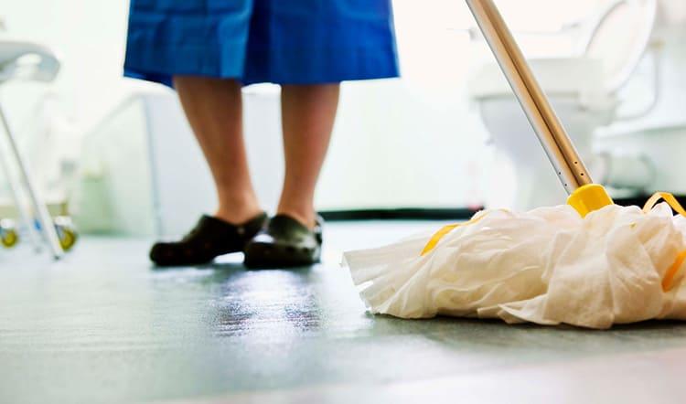 Кроме того, полы в доме необходимо регулярно мыть, в том числе – с моющими средствами, так что утеплитель должен быть устойчивым к возможному проникновению влаги и моющих средств