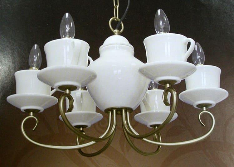 Модель рожкового светильника в форме чаши от итальянского производителя «Artelamp» прекрасно освещает площадь до 10 кв. м., средняя цена 11 тыс. рублей