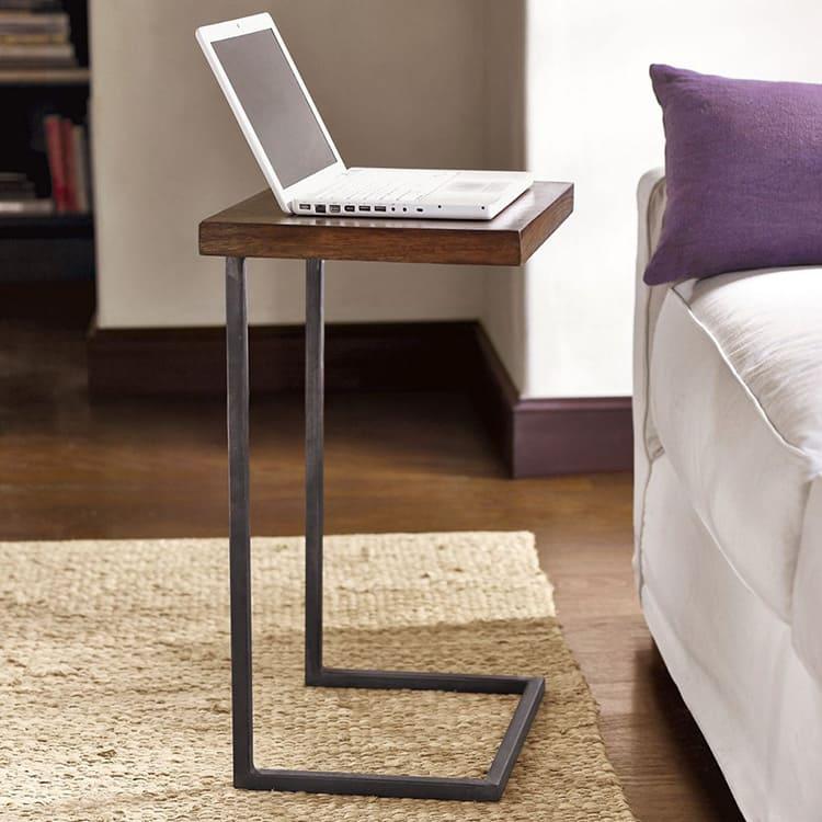 При изготовлении столиков для ноутбуков могут использоваться самые различные материалы