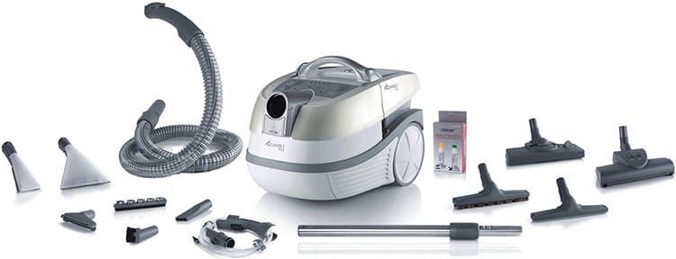 Для удобства пользования, моющие пылесосы оснащаются широким выбором насадок под разные цели.