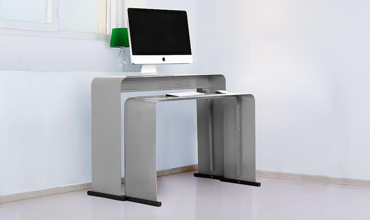 Существует много разновидностей столиков для ноутбуков