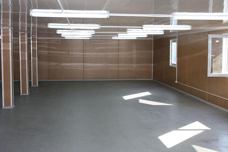 С стеновыми панелями ПВХ складские помещения выглядят более современно