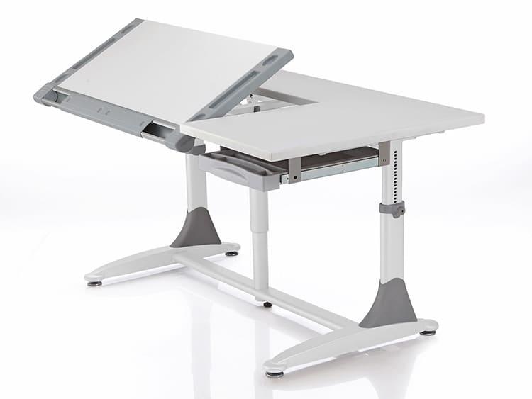 Регулировка высоты конструкции и наклона угла столешницы увеличивает комфортность эксплуатации