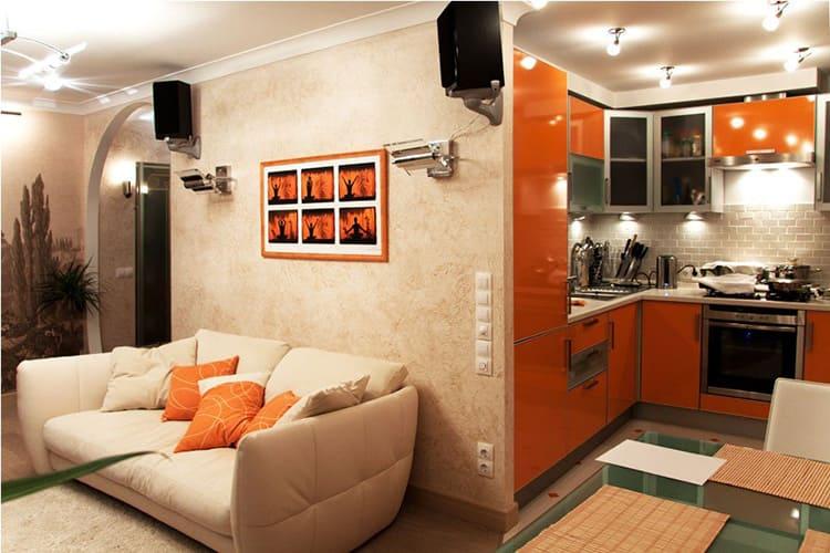Совмещение кухни с гостиной открывает больше возможностей для создания уюта и комфорта