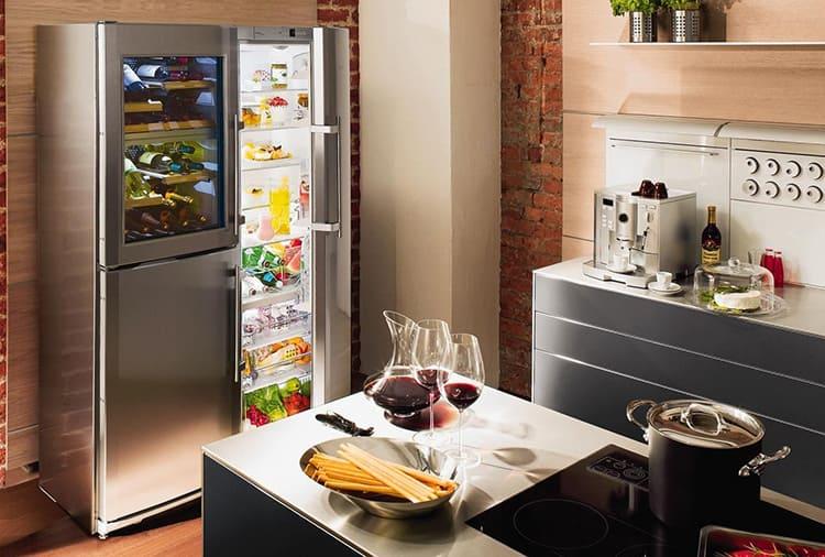 Трёхкамерные модели – это агрегаты премиального класса, достаточно дорогие и имеющие отдельный отсек для хранения зелени, вина или незамороженного мяса на небольшой период времени