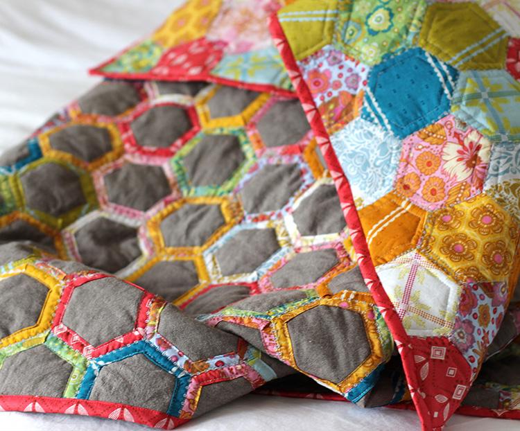Помимо лоскутов, в зависимости от типа изделия, вам может потребоваться подкладка