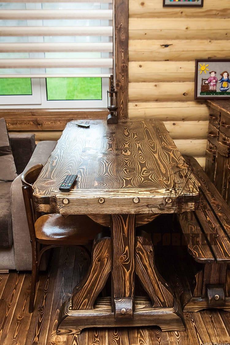Из массива сосны изготавливаются различная мебель под старину
