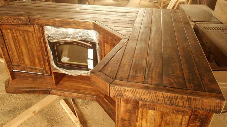 Специальная обработка позволяет подчеркнуть красивую текстуру древесины
