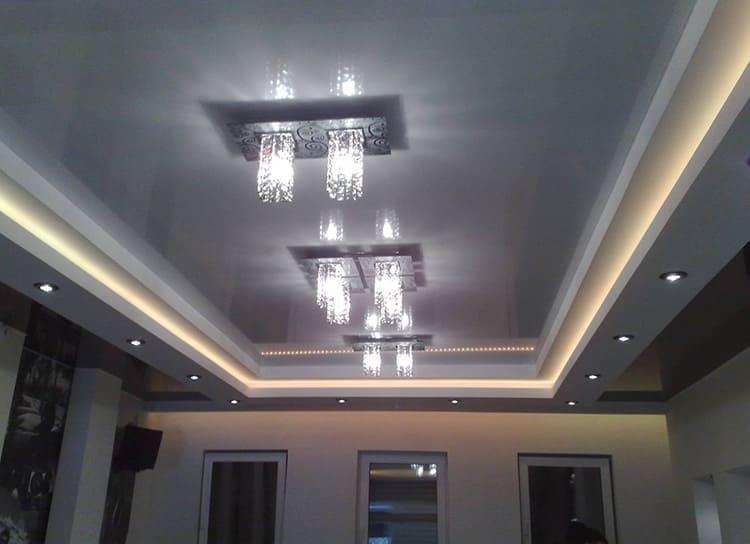 Трёхуровневые подвесные потолки актуальны для квартир с высокими потолками